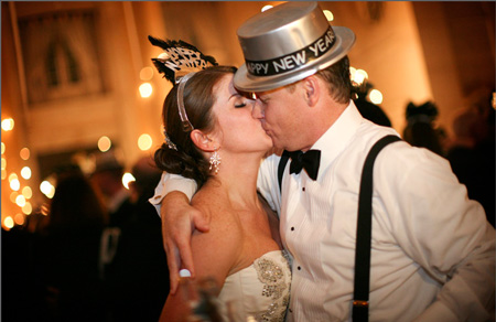 new-years-eve-party-ideas-kiss2.jpg